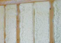 壁は、幾重にも重なる断熱構造