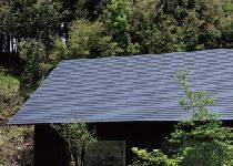 屋根は、耐摩擦塗装ガルバリウム鋼板